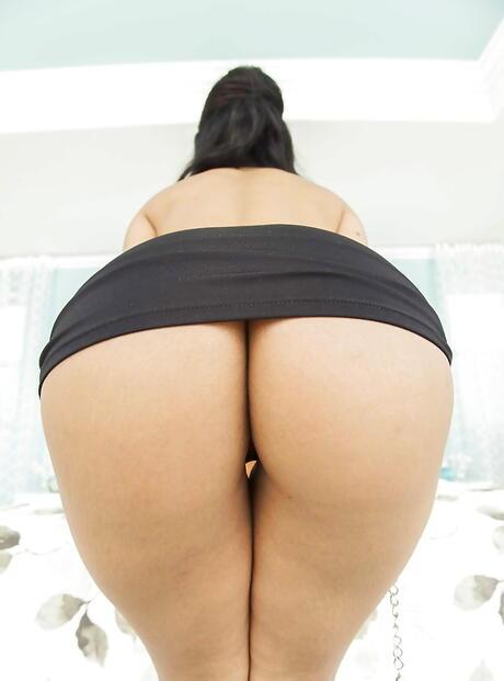 Free Huge Tits Upskirt Porn