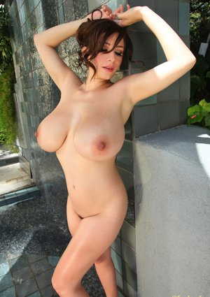 Free Huge Tits in Shower Porn