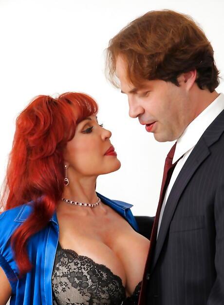 Free Huge Tits Kissing Porn