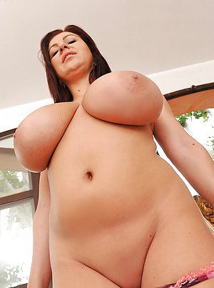 Free Huge Tits Shaved Pussy Porn