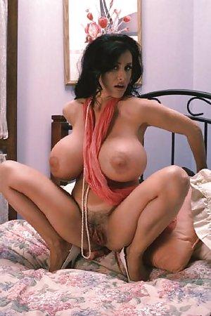Free Huge Tits Milfs Porn