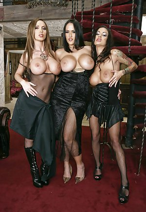 Free Huge Tits in Groupsex Porn