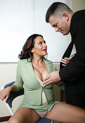 Free Huge Tits in Office Porn