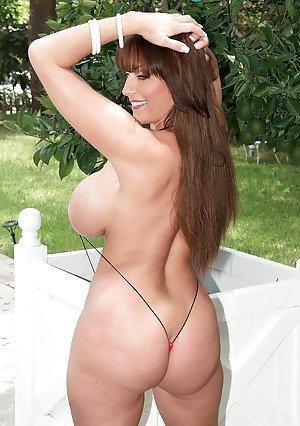 Free Huge Tits in Bikini Porn