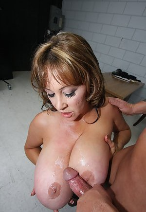 Free Huge Tits Cumshots Porn