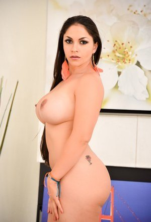 Free Huge Tits Round Ass Porn